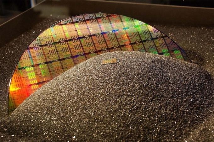 Intel выпустила собственный чип, разработанный по 10-нм техпроцессу