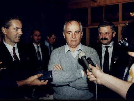 Почему Руцкой требовал арест…