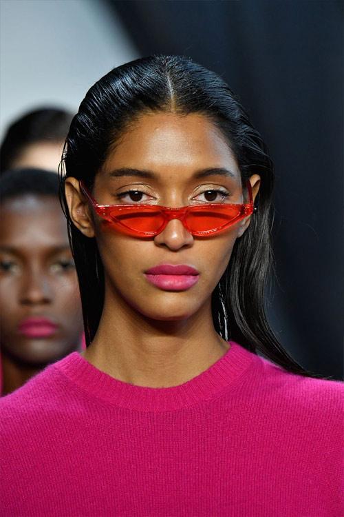 Модные очки в треугольной оправе от Sally Lapointe весна-лето 2019