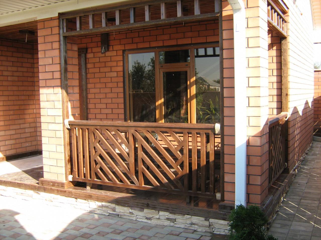 Как сделать деревянное ограждение на балконе