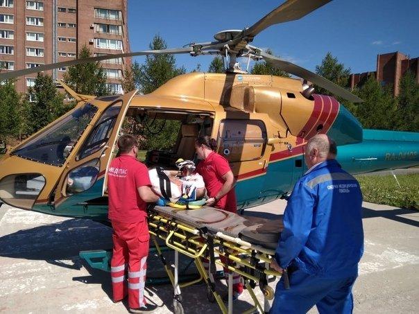 В Карелии экскурсионный автобус съехал в кювет, пострадали 13 человек