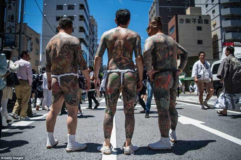 Гейши, самураи и якудза: в Токио прошел Фестиваль трех святынь
