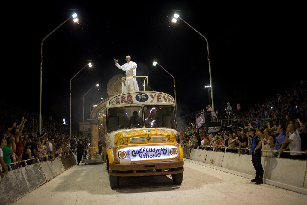 Горячее аргентинское шоу в честь Папы Римского-5