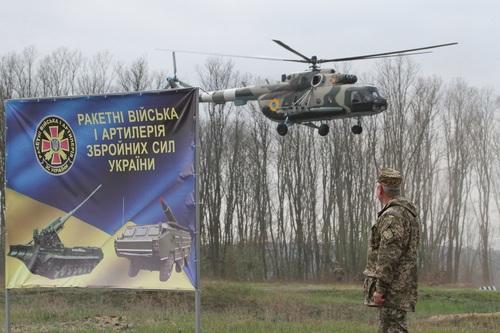 Обнародовано видео из уничтожившего дрон ополченцев Донбасса украинского Ми-24