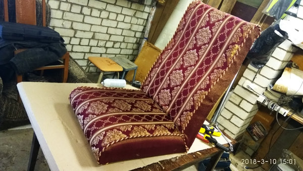 если размеры чехлов изначально были сделаны правильно то на кресле они практически сощьись сами