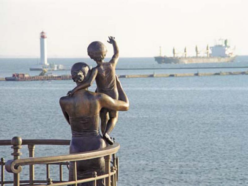 Памятники, статуи, скульптуры женщинам... смешные и странные... Часть 2