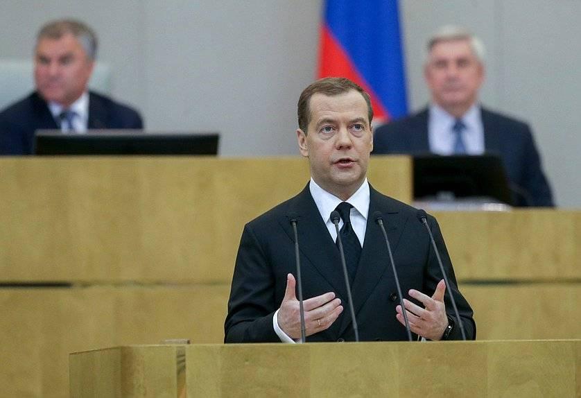 Без сенсаций: почему депутаты пощадили Медведева за провальные реформы?