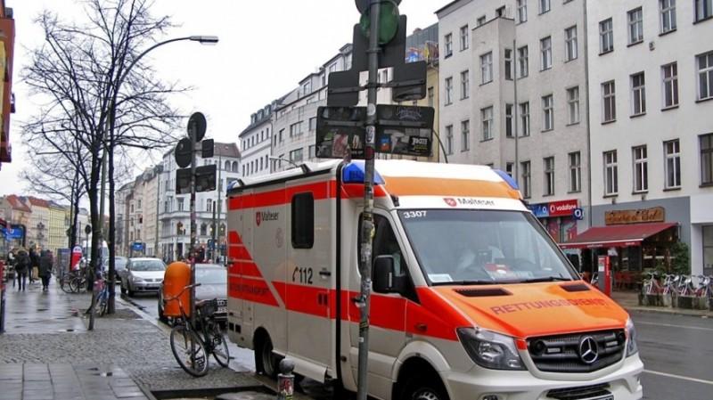 В Германии опрокинулся экскурсионный трактор