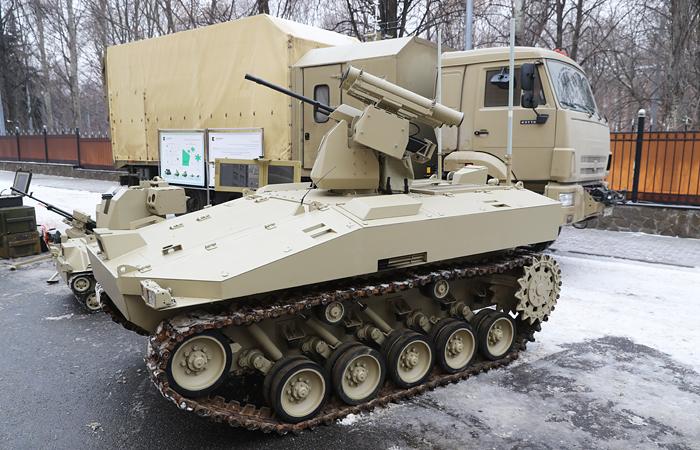 """Концерн """"Калашников"""" завершил испытания боевого робота """"Соратник"""""""