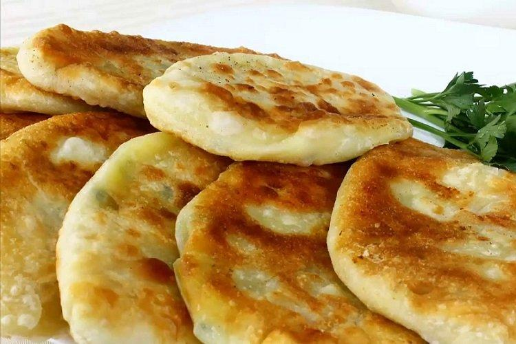 Сырные лепешки с картофельной начинкой