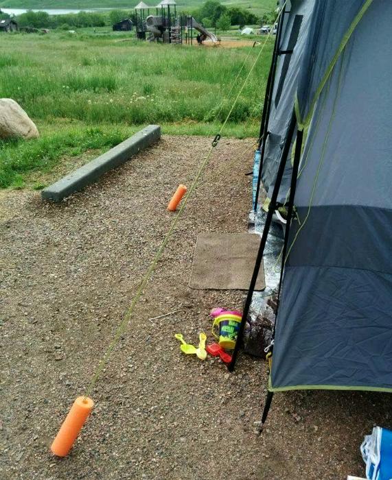 Опознавательные знаки на палатке.