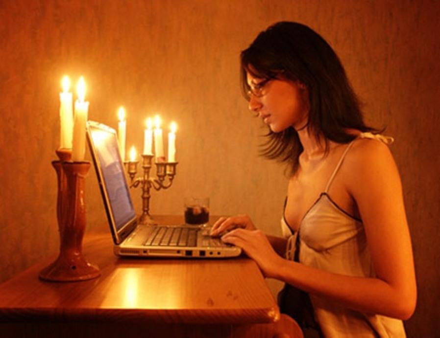 - Сегодня буду говорить по скайпу с девушкой... Улыбнемся)))