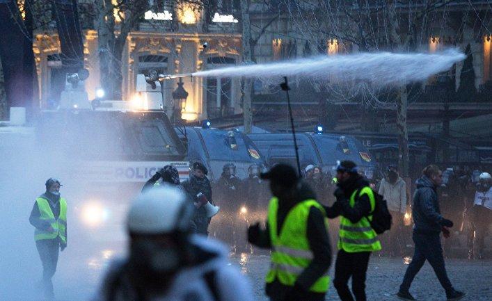BVoltaire (Франция): «Представьте реакцию СМИ, если бы Путин или Орбан так же обращались с протестующими!»