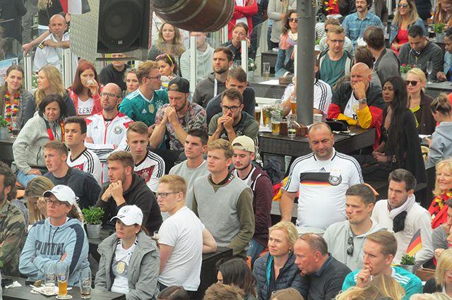 Кнайпе, пиво, ноль-один. Как в Германии переживали поражение своей сборной