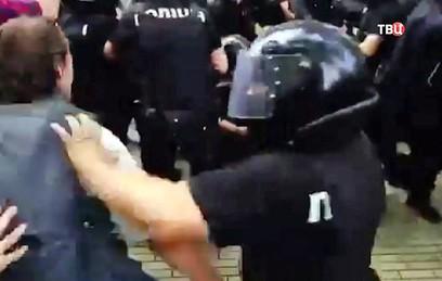 Участники митинга за отставку мэра Одессы устроили драку с полицией