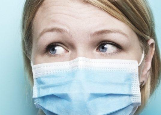 Как защитить себя от инфекции, если болеют родственники?