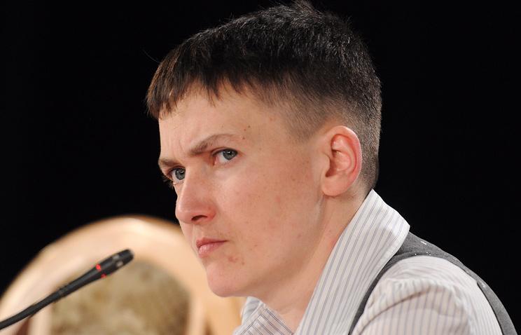 Савченко предложила Порошенко взять в руки автомат и поехать на передовую