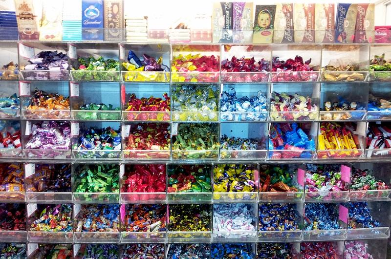 Как узнать срок годности развесных конфет?