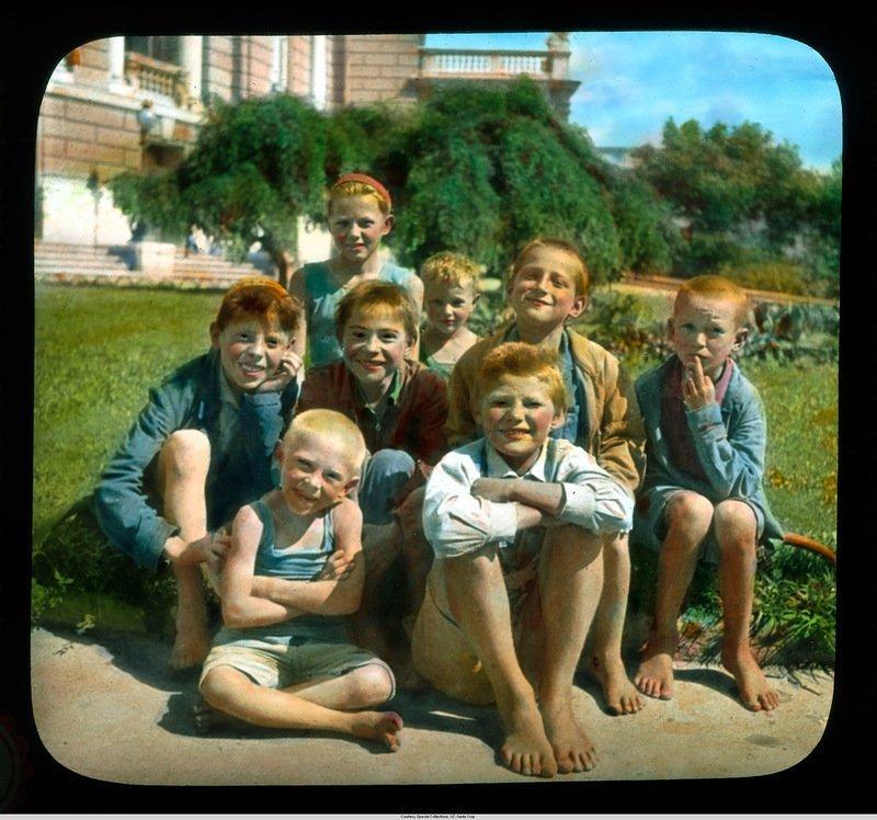 Группа украинских детей. У оперного театра Бренсон ДеКу, кадр, люди, одесса, фото, фотограф