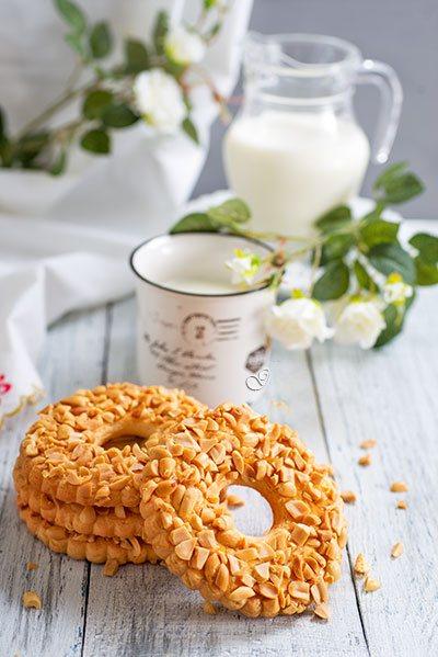 Песочные колечки с жареным арахисом