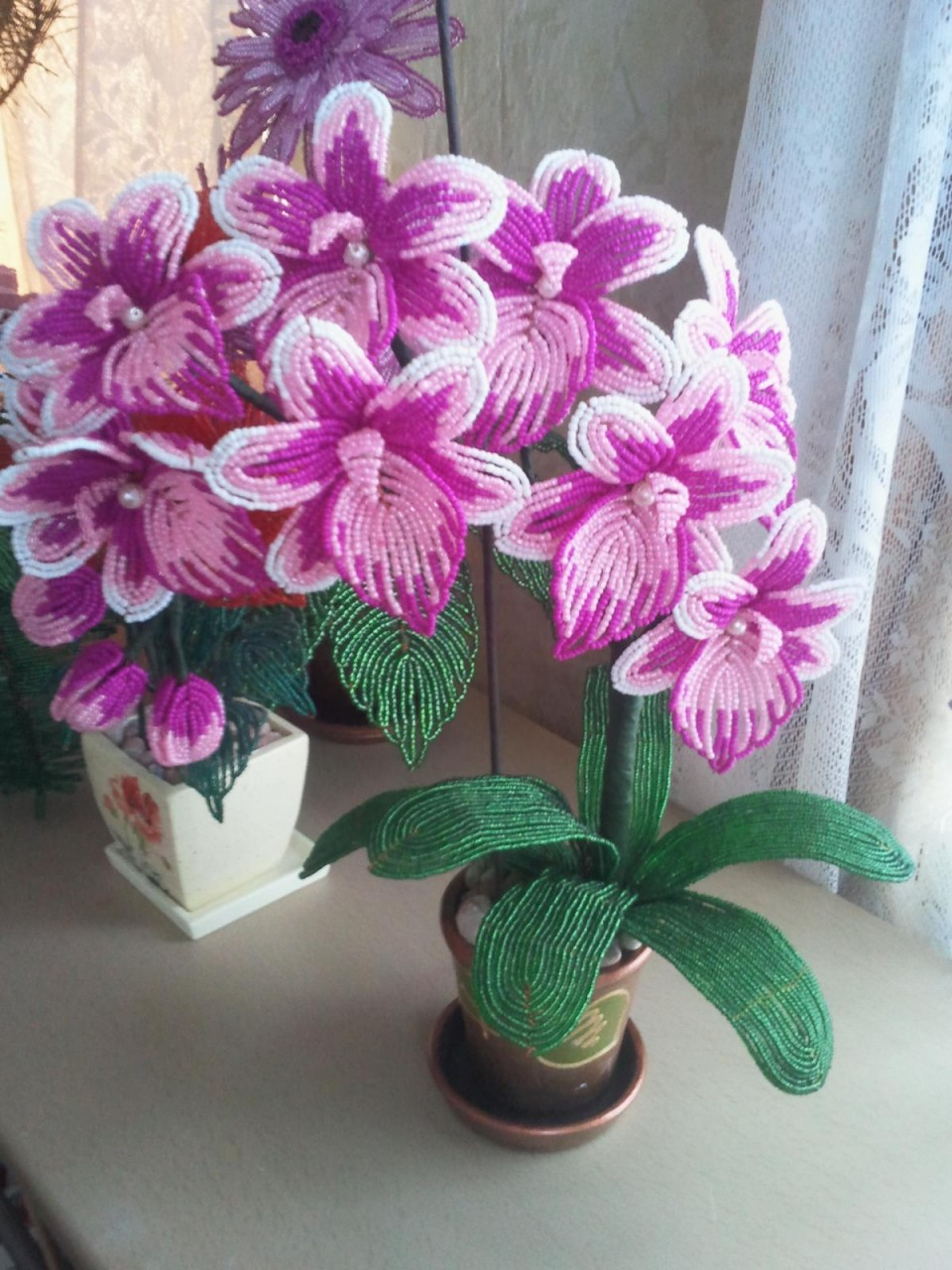 Орхидеи из бисера.Красота! И поливать не надо.