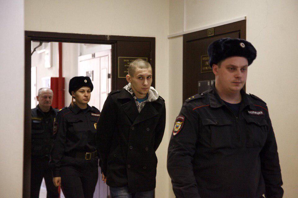 Навальный и «Весна» пытаются отмазать извращенца, совратившего 14-летнюю девушку