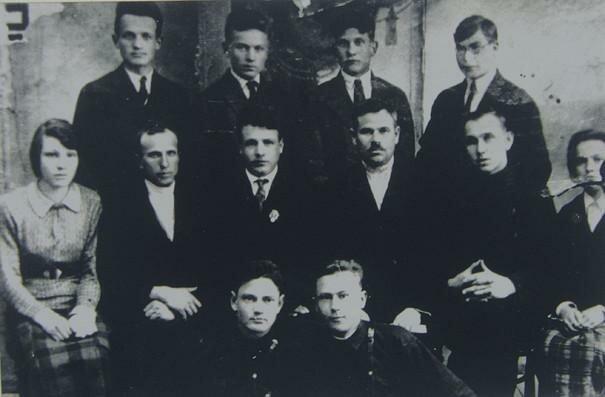 Вяземский педагогический техникум, 1934 Николай Кюнг в нижнем ряду слева