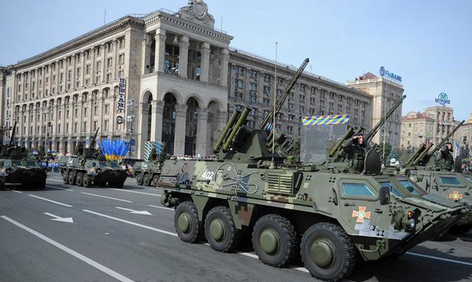 Полторак пригласил на военный парад в Киеве министров обороны из 11 стран