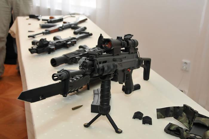 NEO: Как американское оружие…