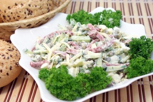 Салат на скорую руку с фото из простых продуктов