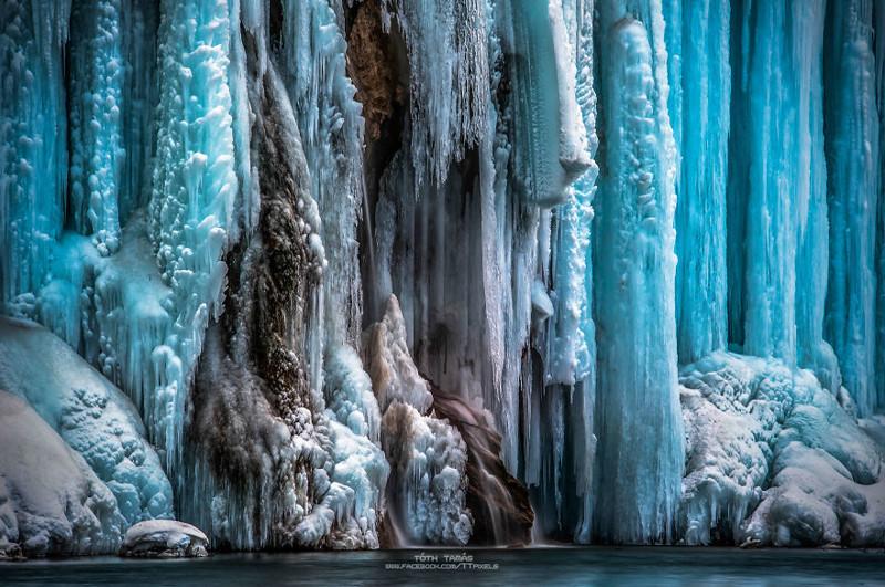 """Тысячи замерзших водопадов национального парка """"Плитвицкие озера"""""""