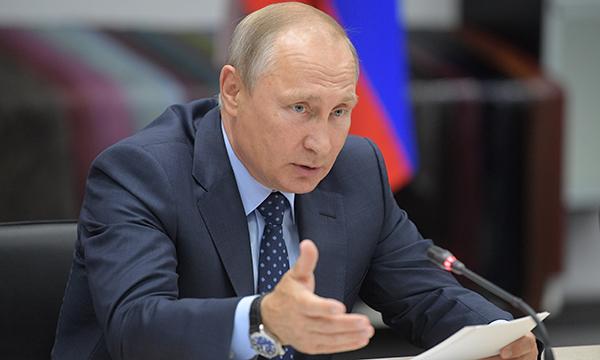 Президент РФ пообещал дать поручения по развитию легкой промышленности