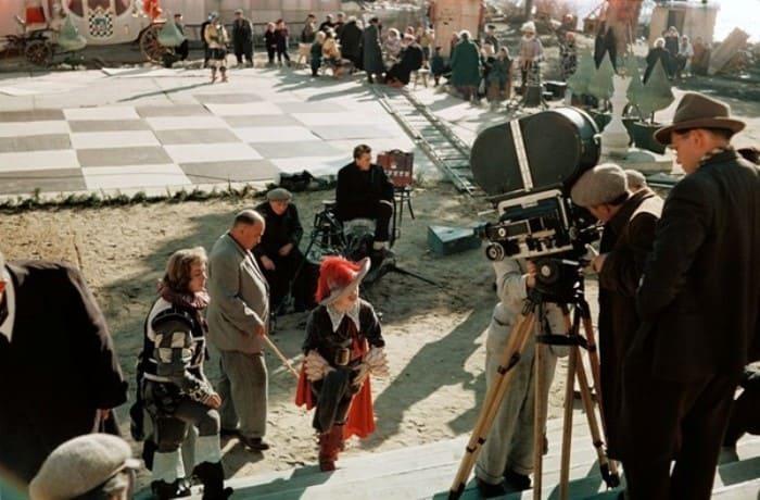 Режиссер на съемках фильма *Новые похождения кота в сапогах*, 1958 | Фото: kino-teatr.ru