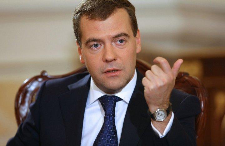Правда ли, что после новогодних праздников Медведева попросят на выход?