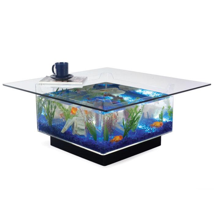 Стильный журнальный столик со встроенным аквариумом.