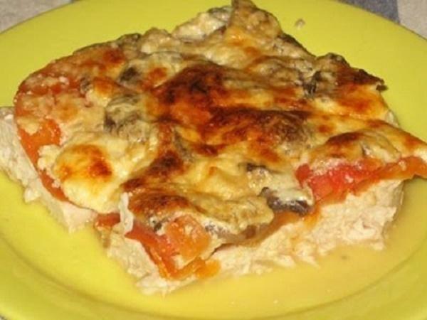 Вкусный и сытный ужин: Куриная запеканка с грибами и сыром