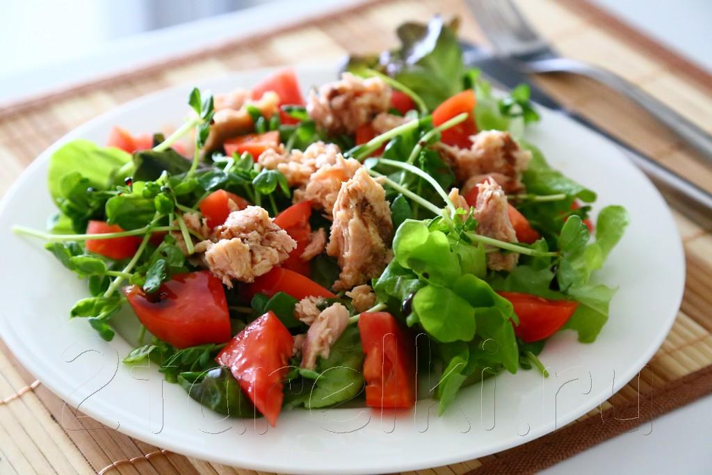 Салат с тунцом и овощами: можно даже на ночь! Голубцы с необычной начинкой