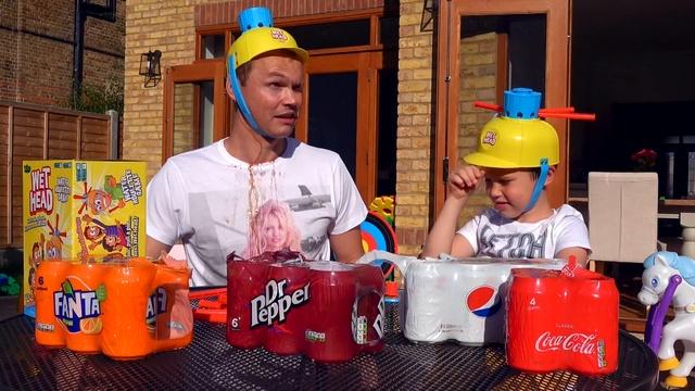 Лава из Coca Cola Pepsi Sweets соусов НА ЛИЦЕ Kids vs parents Wet Head Challenge