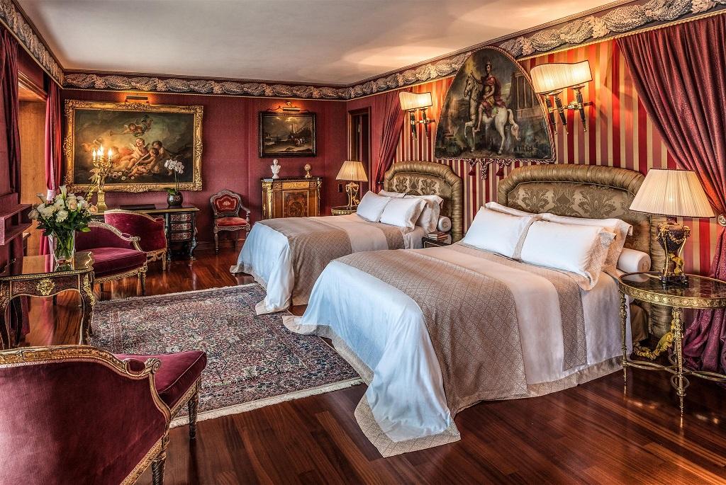 Переспать с искусством: 6 отелей, которые могут соперничать с музеями