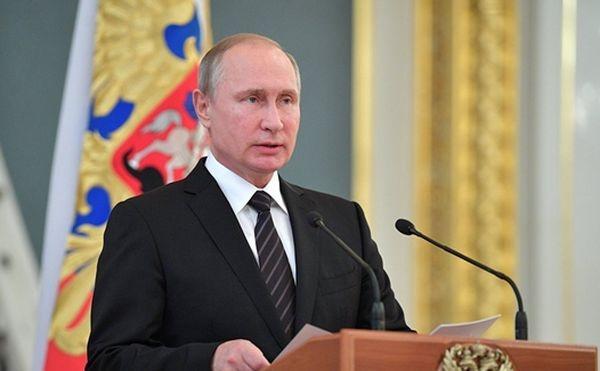 Иностранные спецслужбы пытаются влиять навнутренние дела России: Путин