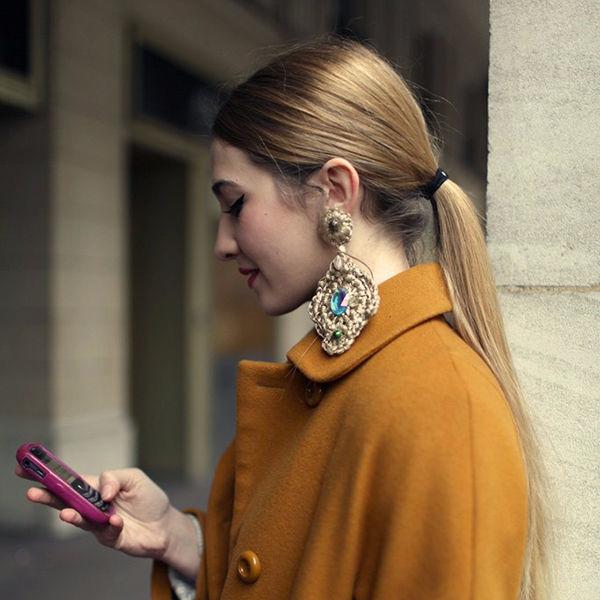 Гиперсайз в украшениях: как носить гигантские серьги