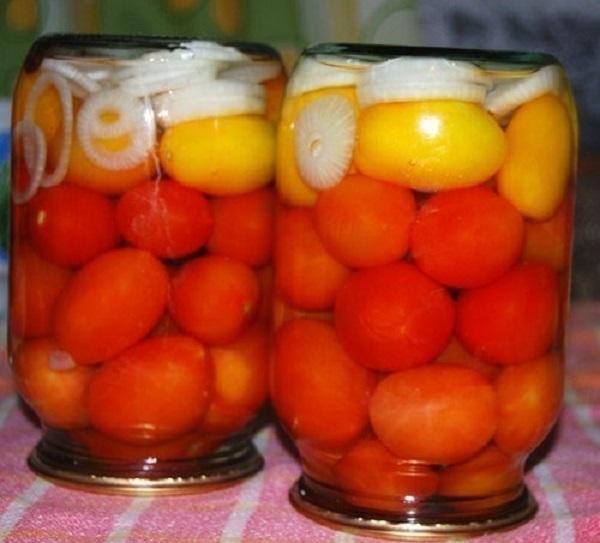 Помидоры с луком. Очень вкусные помидорки и маринад!