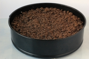 Выпекать 45-50 минут при 180°С. Перед подачей пирог полностью остудить.
