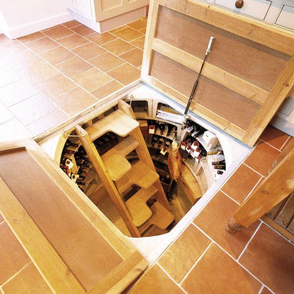 Погреб, расположенный под полом кухни, - очень удобное исполнение постройки