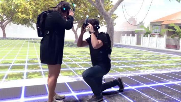 Чтобы сделать девушке предложение, австралиец воспроизвел любимое место ее детства в виртуальной реальности