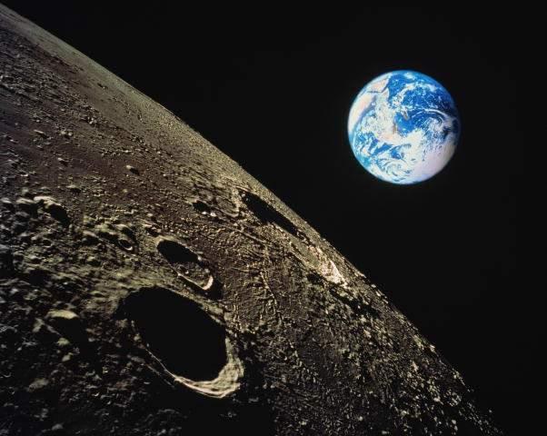 На Луне обнаружены глубокие подземные туннели (ФОТО)