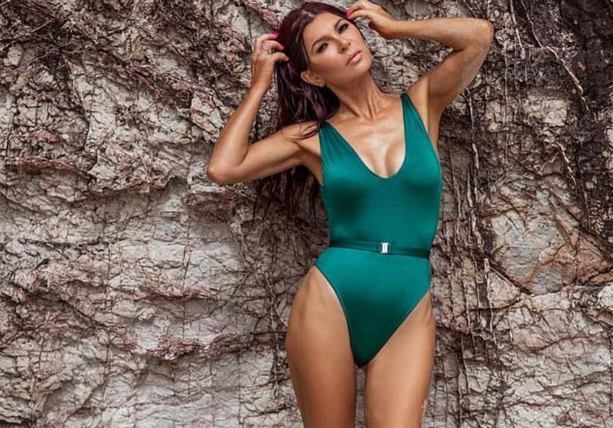 53-летняя модель с шикарной фигурой поделилась секретами своей красоты