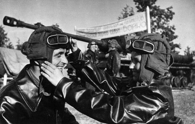 Женщины-танкисты Великой Отечественной войны. Александра Бойко. Экипаж машины боевой ВОВ 1941-1945, Женщины на войне, танк, танкисты.