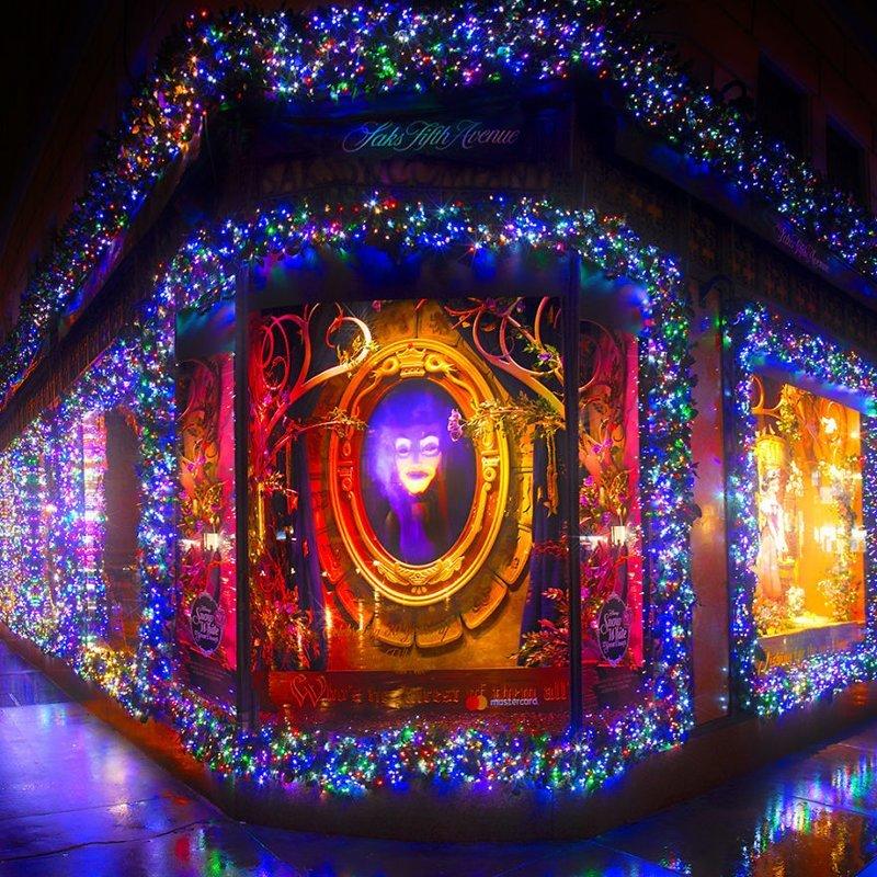 Причудливая витрина Saks Fifth Avenue - знаменитого магазина дизайнерской моды Нью -Йорк, красиво, красивый вид, новогоднее настроение, новый год, рождество, сша, фото