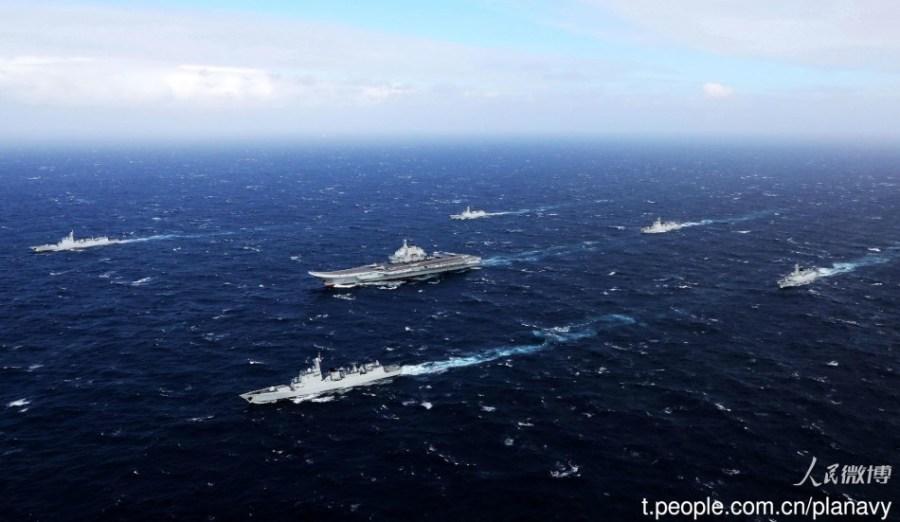 """Авианосная ударная группа ВМС НОАК во главе с авианосцем """"Ляонин"""" направилась в Гонконг"""